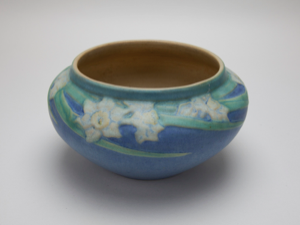 Image of Bowl with Daffodil Design