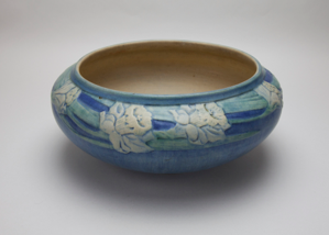 Image of Low Bowl with Daffodil Flower Design